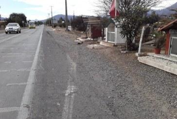 Camión perdió parte de su carga de gravilla y causó accidente de tránsito en sector Las Coimas