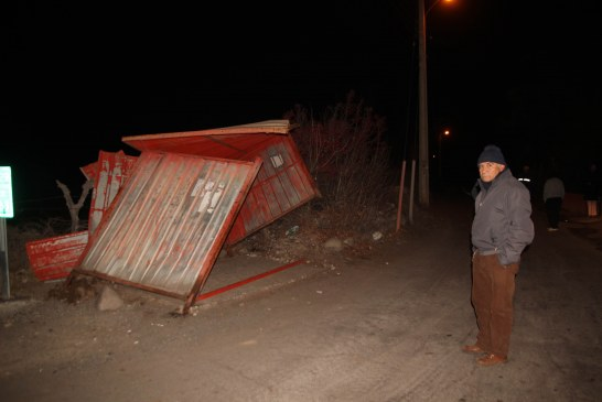 Camión de alto tonelaje  destruye paradero y ocasiona daños  en granallas.