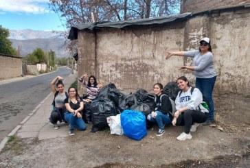 Jóvenes  se movilizan   limpiando calles en  Putaendo