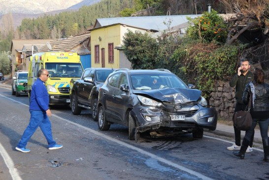 Colisión de alta energía dejó como saldo tres lesionados y daños en dos vehículos en calle José Antonio Salinas.