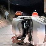 Conductor volcó camino a Piguchen y dejó el vehiculo abandonado