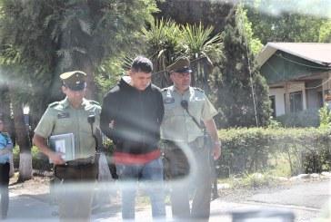 Tras intensa persecución detienen a sujeto que robó cajas con pasas en lo Vicuña